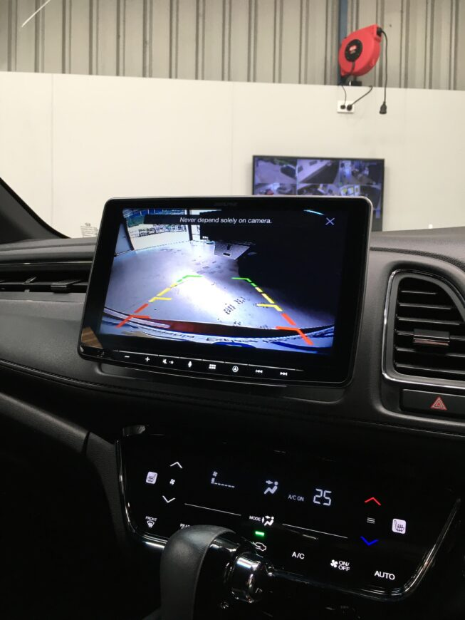 alpine tablet system working with factory lane-watch camera