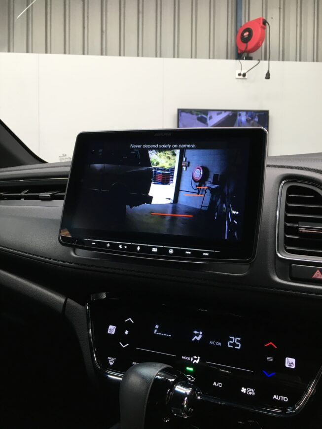 alpine tablet system working with factory reverse camera