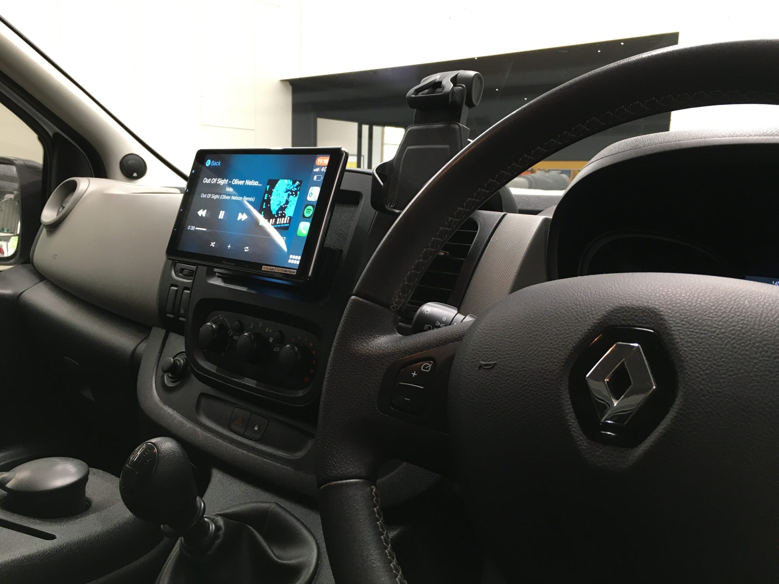 pioneer dmv-zf9350 in renault trafic